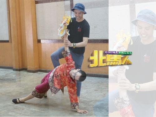 谢凯贤纠正舞蹈员的肢体动作。
